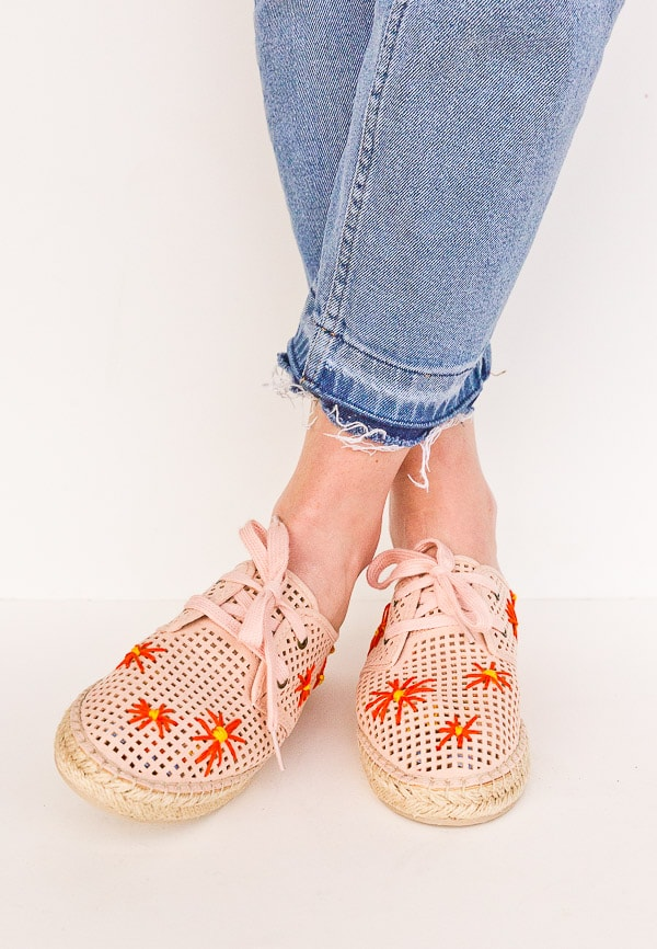 What to do with old shoes: pink perforated espadrille sneakers with yellow and red embroidered flowers