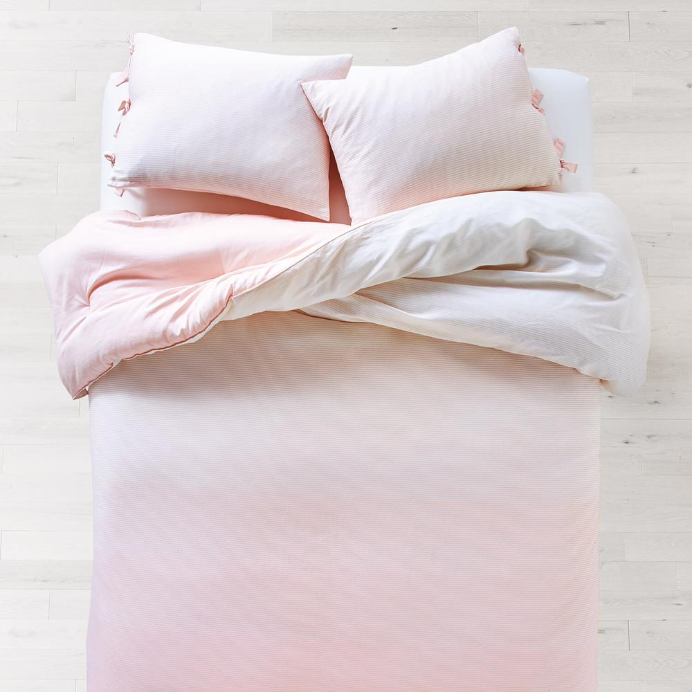 Pink ombré bed set from Dormify - best dorm bedding 2020