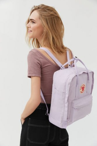 Fjallraven Classic Kånken in pastel purple for a girly look.