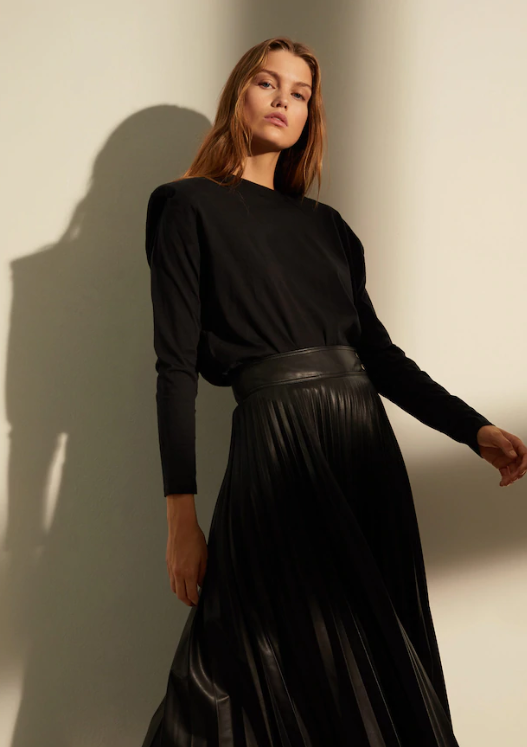 Chic capsule wardrobe essentials - all black outfit pleated leather maxi skirt