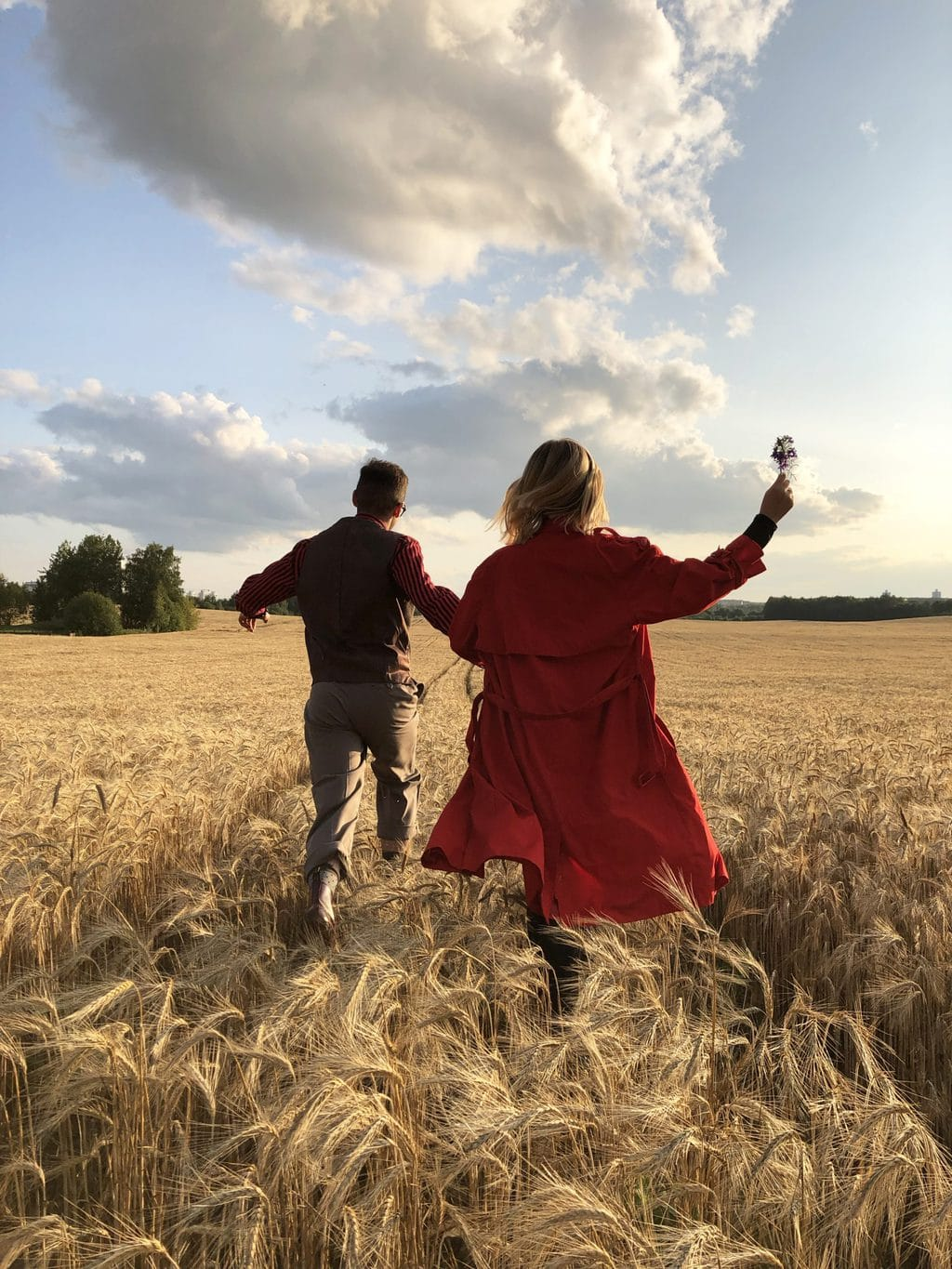 at home date ideas couple running into field source: maksgelatin from Pexels