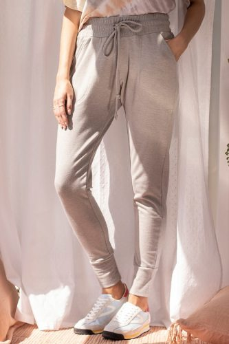 Earth tone fashion guide: Light grey sweatpants from Lulus