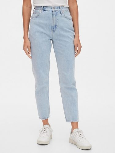 Earth tone fashion guide: Gap pale blue mom jeans