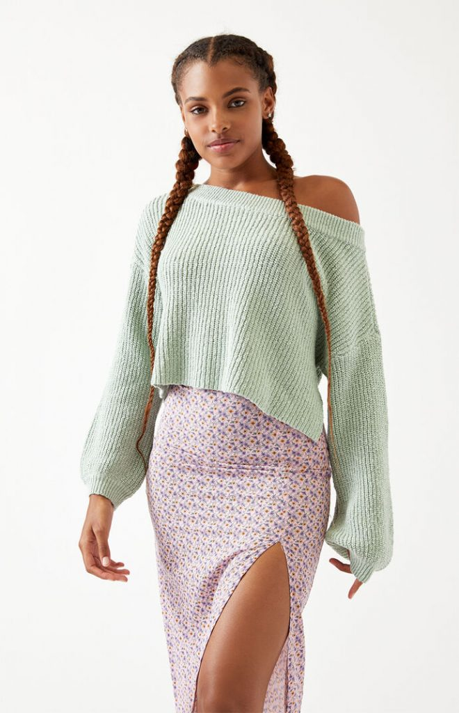 College outfit ideas - Slouchy light green sweater
