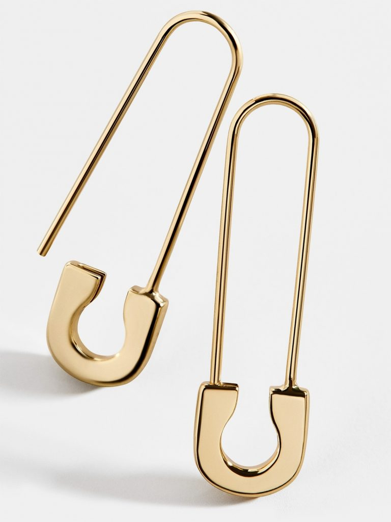 Edgy jewelry: Gold safety pin earrings