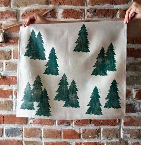 Etsy holiday decor - Forest trees napkin set