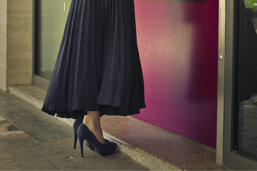 How to style a midi skirt for winter - canva