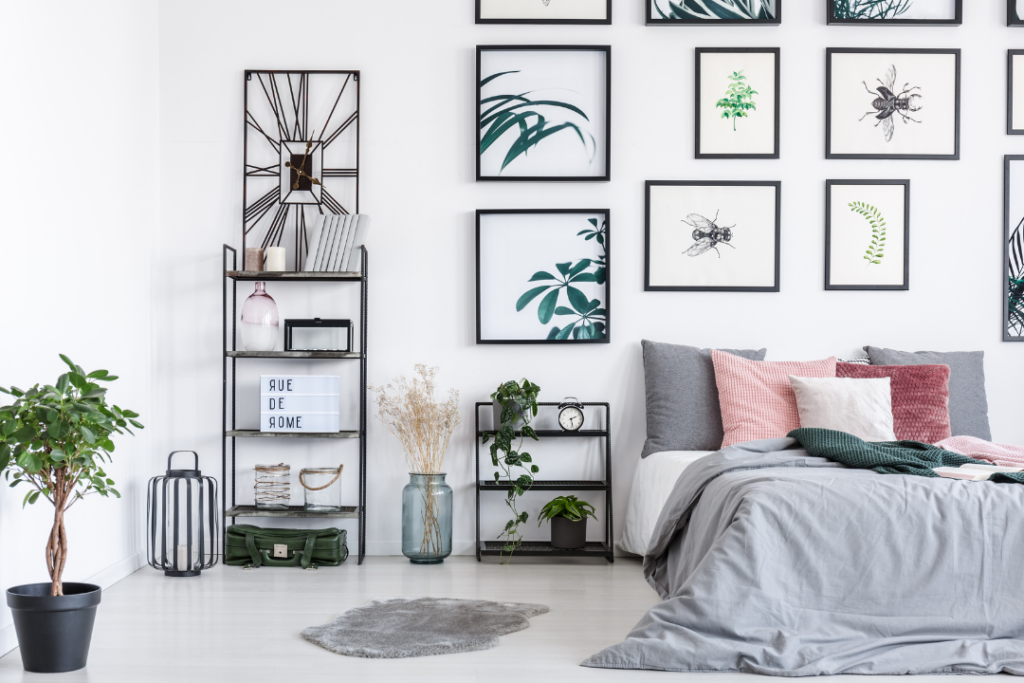 How to decorate your dorm with photos and posters