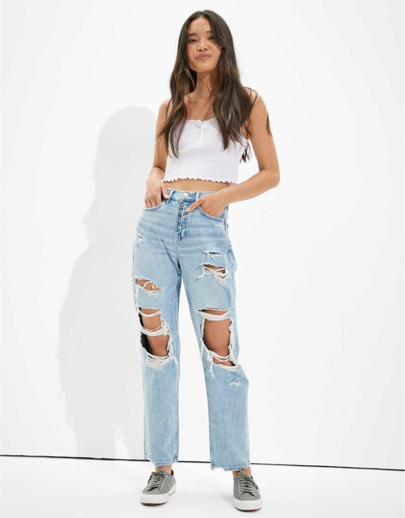 AEO super ripped '90s jeans, a must-have for edgy style
