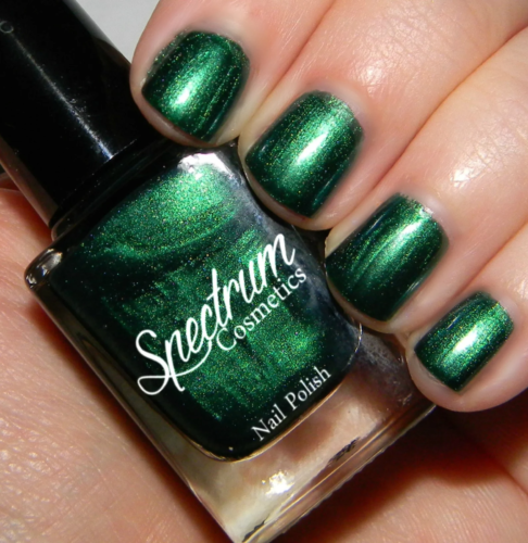 Green nails from Spectrum Cosmetics in shade Holly